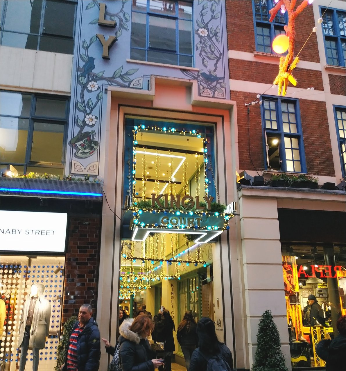 Kingly Court, shopping carnaby kingly piccadilly
